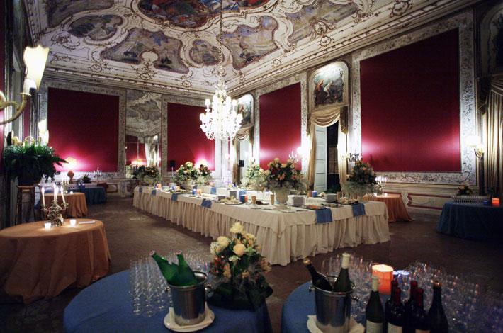 La Storia Della Sala Da Pranzo Del Buckingham Palace  semarang 2021